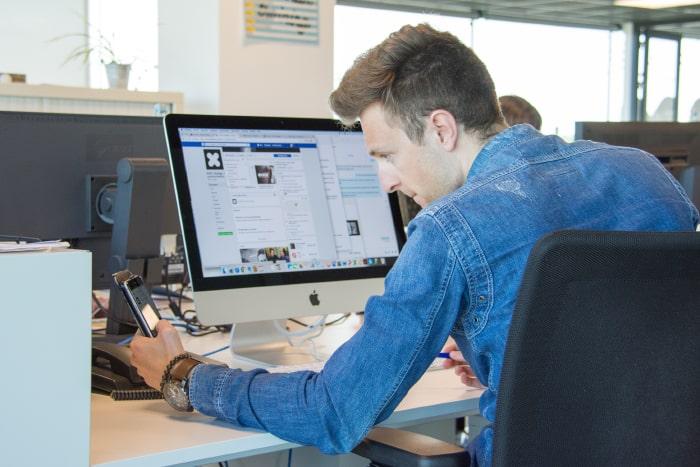 Onze online advertising consultant gaat aan de slag met jouw Google Ads campagne.